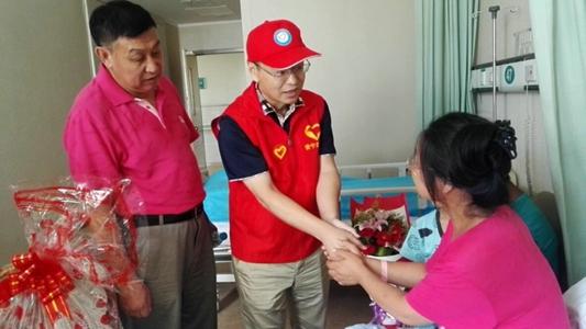 半岛网报道青岛安宁医院慈善服务机构献爱心